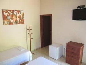 A television and/or entertainment center at Eco Pousada Villa Verde