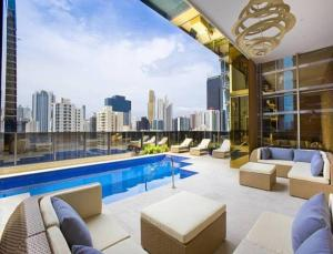 The swimming pool at or near Global Hotel Panama