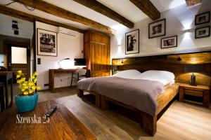 A bed or beds in a room at Apartamenty Szewska 25