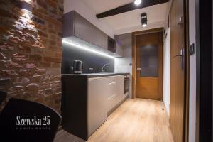 A kitchen or kitchenette at Apartamenty Szewska 25
