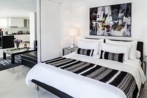 A bed or beds in a room at BYD Lofts - Boutique Hotel & Serviced Apartments - SHA Plus