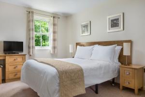 A bed or beds in a room at The Kenmore Club By Diamond Resorts