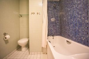 A bathroom at O'Connell Bridge Apartments