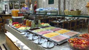 A restaurant or other place to eat at Hotel Bandeirantes