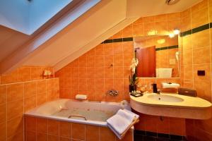 A bathroom at Carlton