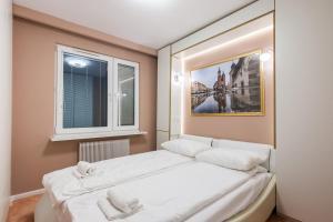 Łóżko lub łóżka w pokoju w obiekcie Rita Apartment SPA Centrum