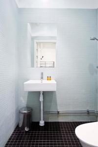 Ett badrum på Stockholm Hostel