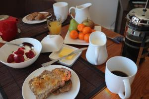 Breakfast options available to guests at Anderida