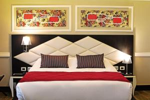 A bed or beds in a room at Hotel Sommelier Boutique