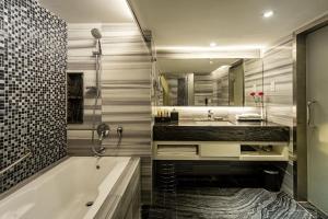 A bathroom at Promenade Hotel Kota Kinabalu