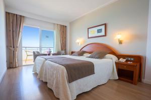 Een bed of bedden in een kamer bij Hipotels Hipocampo Playa