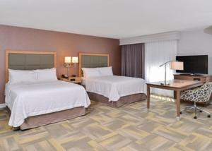 A bed or beds in a room at Hampton Inn and Suites Altoona-Des Moines by Hilton