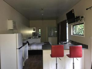 A kitchen or kitchenette at Mapleton Cabins & Caravan Park