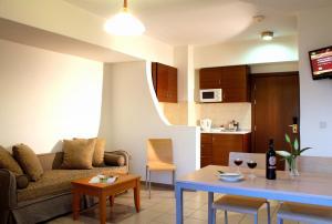 Coin salon dans l'établissement Rodian Gallery Hotel Apartments