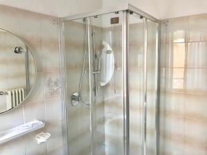 Ein Badezimmer in der Unterkunft Garnì Hotel Tignale, GTSGroup