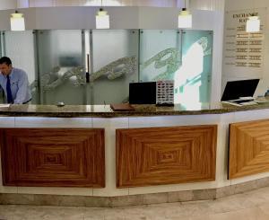 El vestíbulo o zona de recepción de Hollywood Mirage - Excel Hotels & Resorts