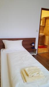 Ein Bett oder Betten in einem Zimmer der Unterkunft Pension Haus Nova