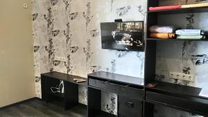Кухня или мини-кухня в Apartment-studio on Timiriazeva