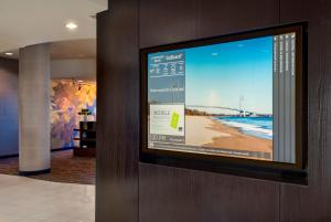 A television and/or entertainment centre at Courtyard Republic Airport Long Island/Farmingdale