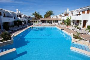 The swimming pool at or near Apartamentos Cristina
