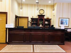 Hall ou réception de l'établissement Queens County Inn and Suites