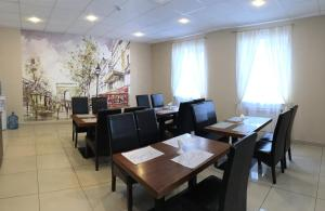 A restaurant or other place to eat at Gostinitsa DmitrovGrad