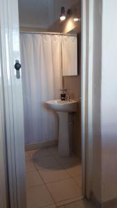 A bathroom at Apartamentos del Este
