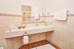 Ein Badezimmer in der Unterkunft Hotel Garni Schöne Aussichten
