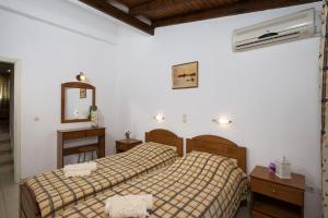 A bed or beds in a room at Philippos Hotel