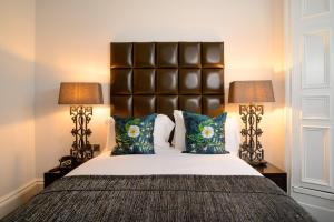 A bed or beds in a room at Black Ivy