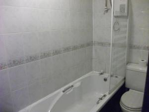 A bathroom at The Lantern Pike Inn