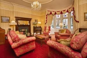 A seating area at Lincoln House Private Hotel