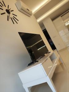 Телевизор и/или развлекательный центр в Best Home 20 Cleopatra Select