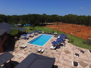A view of the pool at Tennis Ranch Pinamar or nearby