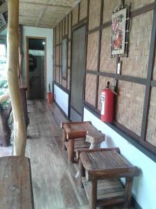 A seating area at Chelle's Guesthouse and Backpackers