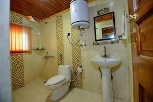 A bathroom at Hotel Affarwat