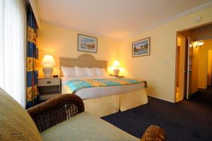 A bed or beds in a room at Bay View Suites Paradise Island