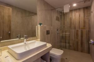 A bathroom at Hotel Barahi