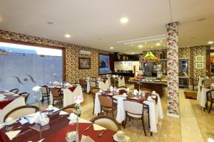 A restaurant or other place to eat at Hotel Glamour da Serra