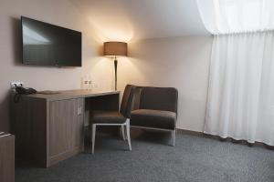 A television and/or entertainment centre at Hotel Pokrovsky