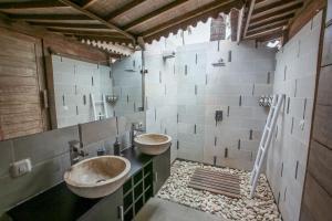 A bathroom at Camilla Resort