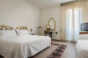 A bed or beds in a room at Eurostars Centrale Palace Hotel