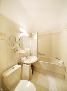 Un baño de Hotel Bergwirt Schönbrunn
