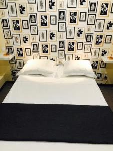 A bed or beds in a room at Hôtel Beauséjour
