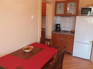 A kitchen or kitchenette at Lola Vendégház