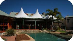 The swimming pool at or near Tinaroo Lake Resort