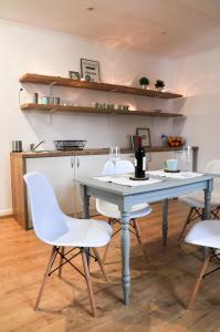 """Kuchnia lub aneks kuchenny w obiekcie Apartamenty """"Ach To Tu"""""""