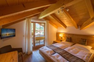 A bed or beds in a room at BergZeit