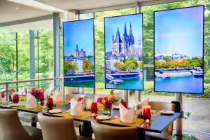 A restaurant or other place to eat at Leonardo Royal Hotel Köln - Am Stadtwald
