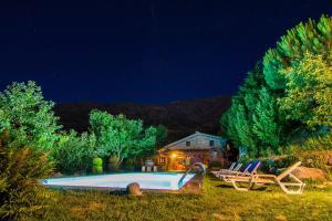 A piscina em ou perto de Quinta Do Circo - Serra Da Estrela - Turismo Rural